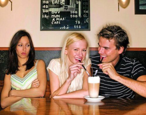 Vous êtes en couple? Voici 4 conseils pour combattre la jalousie