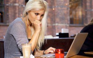 Comment aborder une personne en ligne